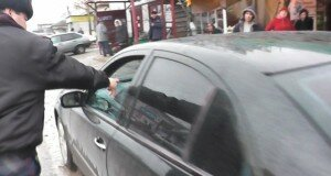 Для автовладельцев стало настоящей проблемой поставить свою машину близ торгового центра.