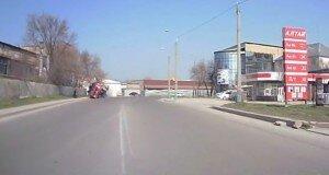 В Шымкенте перевернулась бетономешалка.Есть пострадавшие (видео)