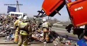 На Ташкентской трассе загорелся мусоровоз