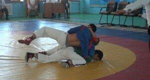 Чемпионат по борьбе на поясах проходит в Шымкенте